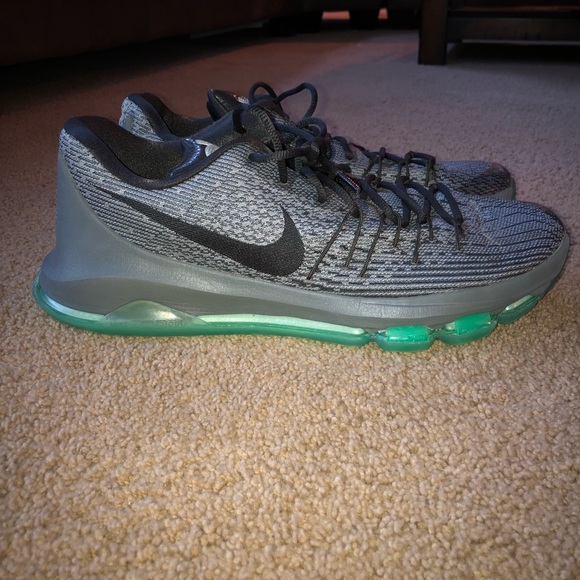 official photos 061c9 18add Nike KD 8 Night Silver-Tumbled Grey-Green Glow M13.  M 5a99d594b7f72b7b9931f48c